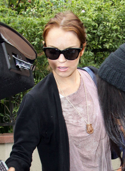 Lindsay Arrives At Samantha's