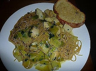Linguine with Scallops, Saffron and Leeks