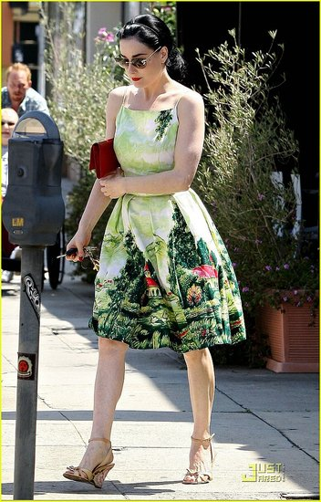 Dita Von Teese grabs lunch with her boyfriend in L.A
