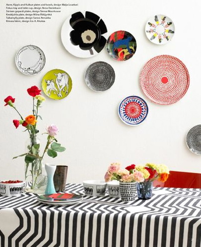 If you haven't tried decorating with plates, now's the time!