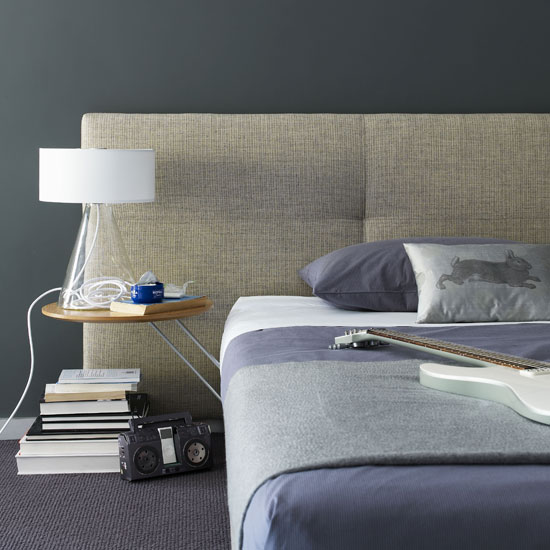 The grayish blue palette in this bedroom is much like the one in my home, and it's a good compromise. It has purple undertones but it also has an earthy vibe, especially with the addition of the heather beige headboard.