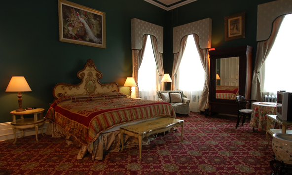Heading to JazzFest in New Orleans? Try staying at the historic Columns Hotel.