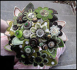 Any crafty bride would fall for this felt and button bouquet. Source