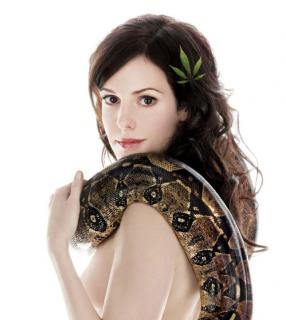 """Weeds"" Preview and a Naked Mary-Louise Parker!"
