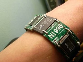 Love It Or Leave It: Motherboard PCB Bracelet