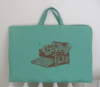 Typewriter Laptop Bag: Totally Geeky or Geek Chic?