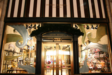 henri_bendel_window