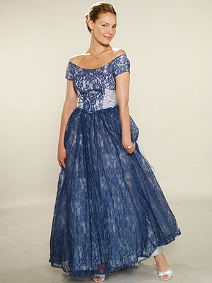 """BELLE OF THE BALL Heigl loved this deep scoop neckline, which earned this blue lace '50s gown the name """"Show White."""" """"Her neck"""
