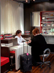 :10 Minute Manicure Offers Nail Services in Airports