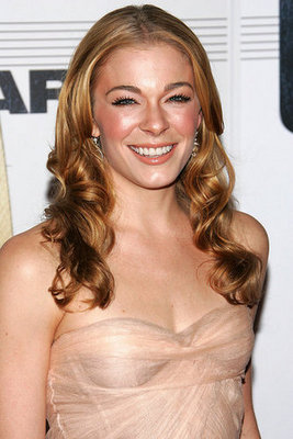 Love Hate LeAnn Rimes CMA Look Following rumors of a sex tape last week, LeAnn Rimes took to Twitter to ...