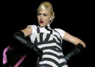 Gwen Stefani covers up for show in Malaysia after Muslim protests