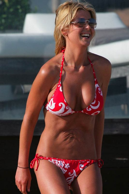 What's wrong with Tara Reid's belly?