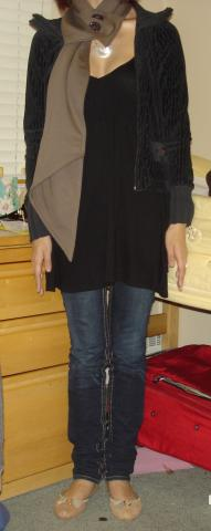 Look of the Day: Scarf and Skinny Jeans