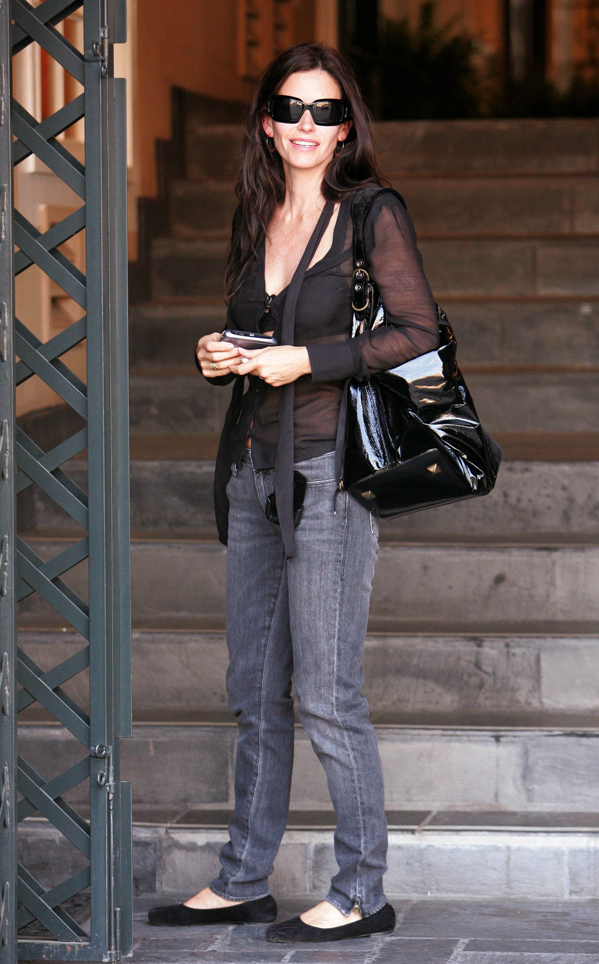 69755_Courteney_Cox_003_122_436lo