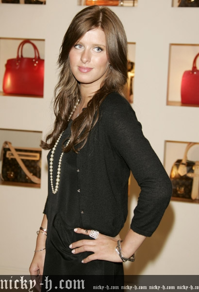 Nicky_Hilton_Visits_Saks_Fifth_Avenue_s_Key_to_the_Cure_Benefit_004