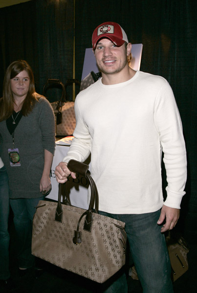 NickLachey_B. Ac_11886881_600