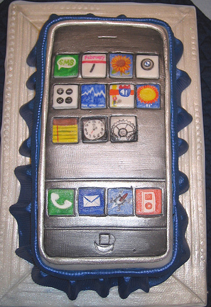 Totally Geeky or Geek Chic? iPhone Cake